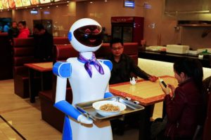 China usa robots como meseros en restaurantes
