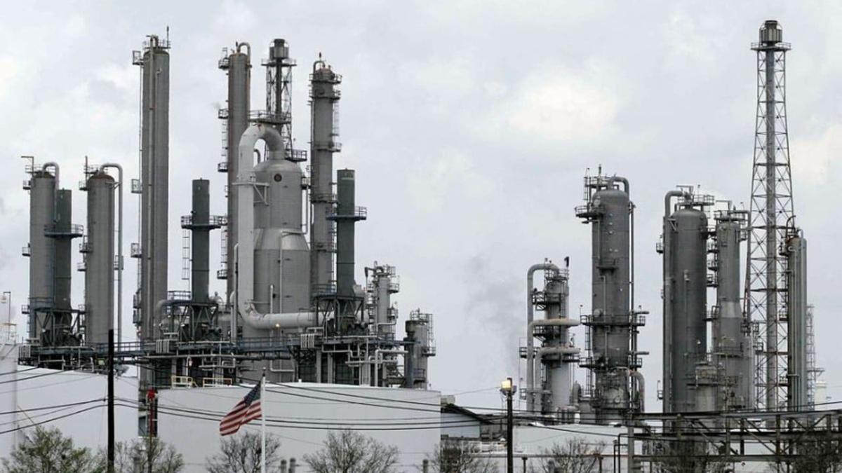 Critican compra de la Refinería Deer Park en medios digitales